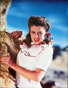 Norma Jean photographed by Andre de Dienes, 1945.
