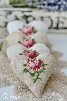 🌟Tante S!fr@ loves this📌🌟 Cross Stitching, Cross Stitch Embroidery, Cross Stitch Patterns, Cross Stitch Heart, Cross Stitch Flowers, Hand Embroidery Designs, Embroidery Patterns, Fabric Hearts, Lavender Bags