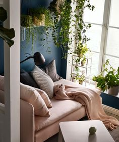 Surround yourself with plants to raise your well-being - IKEA Chaise Lounges, Fall Home Decor, Autumn Home, Ikea Interior, Interior Design, Ikea France, Catalogue Ikea, Green Rooms, Ikea Furniture