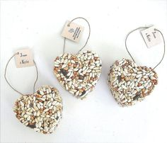 Birdseed ornaments. | 42 Lovely Ideas For A Cold-Weather Wedding