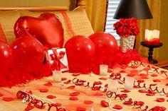 Romantic Hotel Room Design through Creative Romantic Gifts.