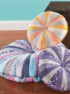 "PIN FOR LATER - 18""€ Round Floor Pillows are a great idea for Christmas gifts!"