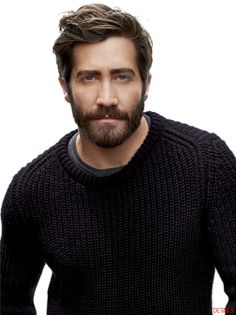 Jake Gyllenhaal, a gorgeous man always looks gorgeous, even with a beard!! i'm in love♥