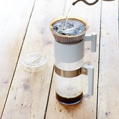 Starbucks® Pour-Over Iced Coffee Brewer Brewing Instructions Cold Brew Iced Coffee, Coffee Brewer, V60 Coffee, Coffee Maker, Coffee Spoon, Coffee Cups, Drip Coffee, Coffee Time, Starbucks Mugs