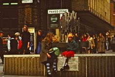 70 Fascinating Vintage Color Photographs That Capture Life in Leeds in the 1970s