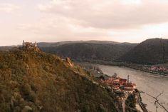 Erlebe die Wachau am Vogelbergsteig von oben | 1000things Berg, Austria, Mountains, Nature, Travel, Cobblestone Pavers, Amusement Parks, Ruins, Old Town