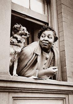Gordon Parks - Een vrouw en haar hond, Harlem 1943.