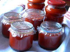 Egy kedves, idős szomszéd néni receptje alapján készült ez a paprika krém. A néni indulásból 5 kilós adagot készít minden évben csak csíp... Pickling Cucumbers, Ketchup, Pickles, Salsa, Mason Jars, Food And Drink, Dishes, Canning, Minden