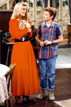 The later seasons of the show is my favorite for Blair's wardrobe. Because I have thick legs/ankles I think I could pull this look off. Red crewneck dress, long sleeve and a wide black belt. Facts Of Life Cast, Lisa Whelchel, Charlotte Rae, Life Tv, Family Tv, Fact Families, Celebs, Celebrities, Black Belt