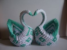 Everybody knows about origami, the Japanese art of paper folding. But what is it that can make origami so magical, … Origami Hard, Origami Diy, Origami Simple, Origami Modular, Origami Swan, Origami Yoda, Origami Paper Art, Origami Dragon, Oragami