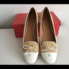 TORY BURCH CATHERINE NATURAL/IVORY FLATS, SIZE 11 TORY BURCH CATHERINE NATURAL/IVORY FLATS, SIZE 11, WOVEN RAFFIA, PATENT LEATHER TRIMS AND BOW, DESIGNER PLAQUE, ROUND-TOE SLIP ON, BRAND NEW WITH BOX AND DUST BAG Tory Burch Shoes Flats & Loafers