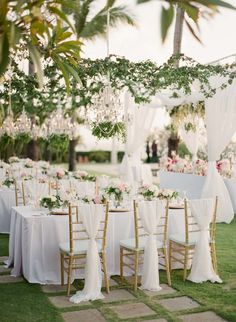romantic garden style tablescapes in a tropical setting | Photography: Greg Finck