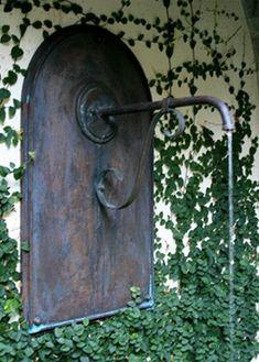 creeping fig around fountain