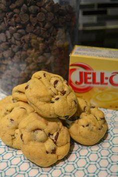 Once you try these Chocolate Chip Pudding Cookies, you'll insist on making cookies with pudding in the mix again and again. It has magical powders. Oreo Pudding, Chocolate Chip Pudding Cookies, Mini Chocolate Chips, Chocolate Recipes, Chocolate Chocolate, Vanilla Pudding Desserts, Pudding Recipes, Brownies, How To Make Cookies