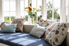 A window seat lends style and function to your home. Learn how to build a DIY window seat from easily obtainable materials. House Windows, Windows And Doors, Bay Windows, Cushions Online, Replacement Cushions, Custom Cushions, Bedroom Storage, Home Decor Bedroom, Bed Pillows