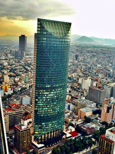 Torre Mayor skyscraper in Mexico City. Diamond shape dampers make it earthquake resistant. Places Around The World, Around The Worlds, Mexico People, Visit Mexico, México City, Mexico Travel, Cute Photos, Architecture, Beautiful Beaches