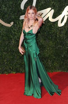 #'BritishFashionAwards, #SiennaMiller, #looks, #redcarpet, #celebrities  http://www.studyofstyle.com//articulos/los-mejores-looks-desde-los-british-fashion-awards