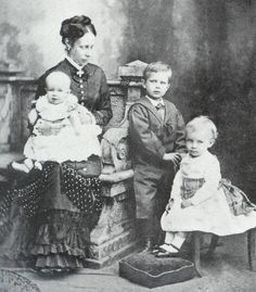 Her Serene Highness Princess Marie of Wied with her sons, from left: Prince Victor, Prince Friedrich and Prince Wilhelm German Royal Family, Royal Families Of Europe, Kingdom Of The Netherlands, Young Prince, Royal Babies, Rich Kids, Rare Pictures, Royal House, Prince And Princess