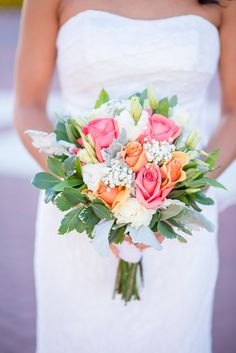 Fresh and cheerful bridal bouquet