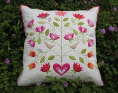 Beautiful Applique Pillow http://dontlooknow.typepad.com/dont_look_now/