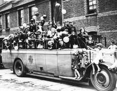 11th May 1931:  Children from Bethnal Green crowded into a charabanc on a trip to High Beech, Epping Forest.  (Photo by Fox Photos/Getty Images)