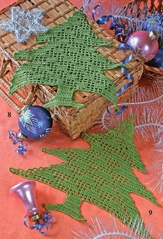 filet crochet doiley decoration - charted, not english