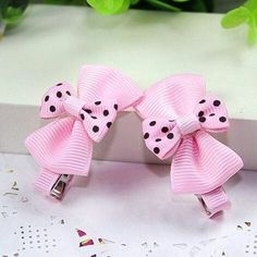 Hair Accessories A pair of boutique hairclips in pink grosgrain bows with dotted bow on top. Material: Cross Grain Ribbon, Metal Clip Condition: New with Tag Item Ribbon Hair Bows, Diy Hair Bows, Diy Ribbon, Ribbon Crafts, Ribbon Art, Ribbon Flower, Baby Girl Bows, Girls Bows, Barrettes