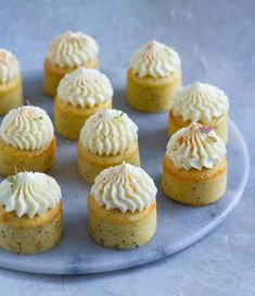 Citronmuffins med birkes og cream cheese frosting - Pilens Køkken Baking Recipes, Cake Recipes, Cookie Desserts, Mini Cakes, Amazing Cakes, Sweet Recipes, Sweet Tooth, Sweet Treats, Bakery