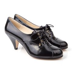 Super cute Oxford style lace-up with an incredibly wearable heel. We love this style here at Beyond Skin HQ as it's so practical and perfect for the office