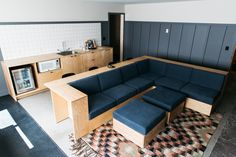Coachman Hotel's Intimate Suite Meeting Room.  Perfect for brainstorming and strategy sessions for groups of 3-10. 2 separate bedrooms (1 King & 2 Queen beds) and optional 4 bed bunk room.