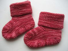 Ravelry: Stay-on baby booties (archive) pattern by Knitgirl's Mother\\. Ravelry: Stay-on baby booties (archive) pattern by Knitgirl's Mother\\. Crochet Baby Socks, Baby Booties Knitting Pattern, Knit Baby Shoes, Crochet Baby Booties, Knit Or Crochet, Baby Knitting Patterns, Knitting Socks, Baby Bootees, Knit Socks