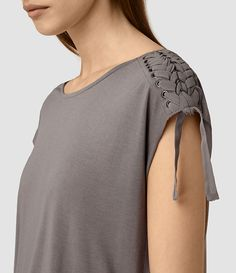 Trendy Clothes For Women Diy Mom 55 Ideas Kurti Sleeves Design, Sleeves Designs For Dresses, Classy Outfits, Trendy Outfits, Pakistani Formal Dresses, Trendy Clothes For Women, Pull, Diy Clothes, Blouse Designs