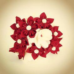 Flores de cetim! 🌸🌹🌼💐 #おりがみ #origami #orinuno #dobradura #cetim #origamiemcetim #flor #flowers #buquedagigi #buquedeflores #buquedeorigami #buquedecetim #bouquet #casamento #wedding #noiva #artesanal #craft #handmade #feitoamao #feitocomamor #gigi #gigiexpress