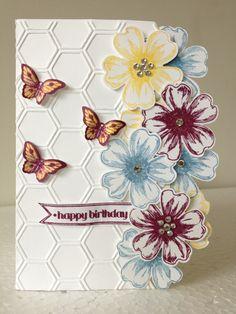 Bordure de la carte faite en fleurs superposées