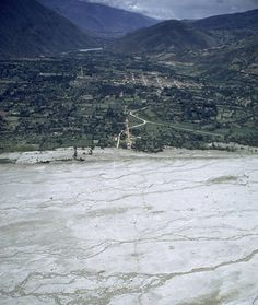 Huascarán Avalanche, 1962  On January 10, 1962, the deadliest recorded avalanche occurred on the slopes of Mount Huascaran in Peru, killing 4,000. A glacier the size of two skyscrapers and weighing 6 tons broke and came barreling down the mountain, burying two towns in 40 feet of debris and ice. Covering 9-1/2 miles in seven minutes, few people had enough time to reach higher ground.