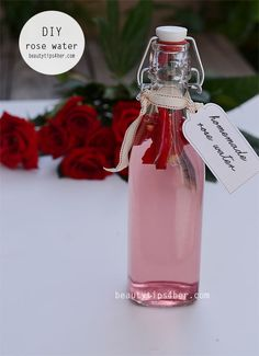 Ladies with dry skin can experience amazing benefits of rose water. When you apply rose water on your skin – you can notice soothing and softening effect of it straight away. Natural Toner, Piel Natural, Natural Skin, Natural Beauty, Beauty Care, Diy Beauty, Beauty Skin, Beauty Hacks, Beauty Tips