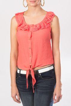 low priced f34f7 fb568 Luce esta maravillosa blusa sin mangas en color coral que puedes combinar  con un jeans y unos zapatos de tacón corrido para logra un look cómodo y  fashion.