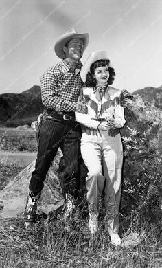 photo Roy Rogers Dale Evans western portrait outdoors 3285-32