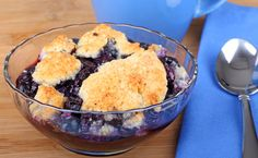 Any Fruit, Fast Fat-Free Cobbler Will cut sugar and use a little raw sugar and use whole wheat flour Easy Blueberry Cobbler, Blueberry Crisp, Huckleberry Cobbler, Huckleberry Recipes, Whole Food Recipes, Dessert Recipes, Dessert Healthy, Yummy Recipes, Whole Foods