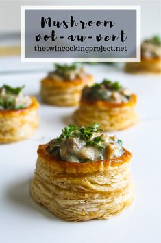 Golden flaky bite sized puff pastry topped with creamy garlicky mushroom sauce, this step by step recipe for Mushroom vol-au-vent is real crowd pleaser. Golden crispy glossy puff pastry topped with creamy garlicky mushroom sauce Gourmet Appetizers, Gourmet Recipes, Appetizer Recipes, Cooking Recipes, Fancy Party Appetizers, Canapes Recipes, Gourmet Cooking, Puff Pastry Recipes, Vegetarian Recipes Puff Pastry