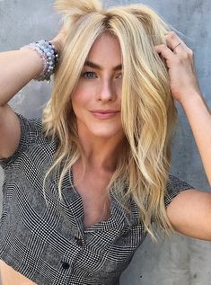 Julianne Hough is back to blonde - click through for more celebrity hair inspiration Blonde Hair Dye Colors, Blonde Hair Blue Eyes, Hair Color, Black Hair With Highlights, Blonde Highlights, Trending Hairstyles, Celebrity Hairstyles, Julianne Hough Short Hair, Rocker Hair