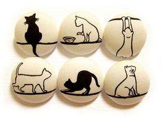 Boutons, boutons de couture de chat / boutons en tissu - tissu grande 6 boutons ensemble  Pour d'autres boutons de chat, s'il vous plaît aller à : https://www.etsy.com/shop/heydayhandmade?ref=listing-shop2-all-items-count&search_query=cat+sewing+buttons  Cette liste est pour un ensemble de 6 boutons recouvert de tissu fabriqué exclusivement à partir dun coton japonais dans notre magasin de fournitures.  Cousus à la main, se sont réunis et créé à partir de zéro (pas pressée main), ces…