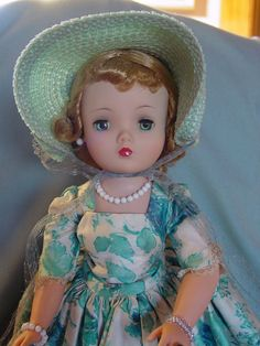 Madame Alexander Vintage Hard Plastic Cissy Doll Mint in Box with Hat Box Superb…