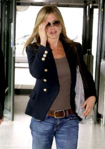 What people born before 1980 wear: Jennifer Aniston born 1969