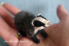 Needle felted badger by SaniAmaniCrafts on DeviantArt Needle Felted Animals, Felt Animals, Needle Felting Tutorials, Doll Eyes, Woodland Creatures, Wet Felting, Felt Toys, Soft Sculpture, Badger