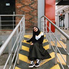 Panas dah  Btw rok lagi ni huehue dari @billa_id lucu bgt bnyk koleksi2 lainnya lho langsung aja check ❗️❗️🌟 ❤️ Outfit Look, My Outfit, Dress Outfits, Dresses, Casual Hijab Outfit, Ootd Hijab, White Aesthetic, Aesthetic Girl, Hijab Collection