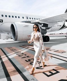 Boujee Lifestyle, Wealthy Lifestyle, Luxury Lifestyle Fashion, Millionaire Lifestyle, Luxury Fashion, Auto Girls, Classy Outfit, Luxury Girl, Life Of Luxury