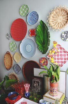 (via Aunt Peaches: Dinnerware Gone Rogue: How to Hang a Plate Wall)