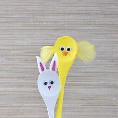 Grab some wooden spoons, paint, and googly eyes for this easy kids craft!