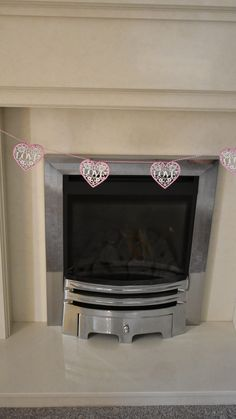 Have a look at this first rate baby shower cakes - what an artistic design and development Fireplace Garland, Wooden Fireplace, Shabby Chic Bunting, Shabby Chic Pink, Baby Shower Bunting, Baby Shower Decorations, Yellow Nursery, Baby Shower Vintage, Rustic Nursery